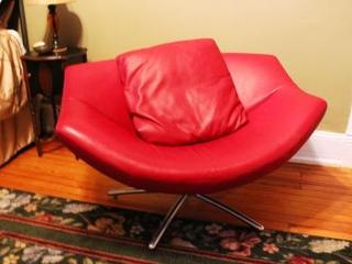 Lips Chair--unexpected--just like Annie Bells sense of humor!