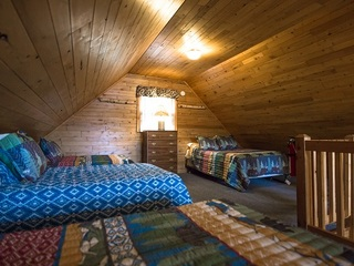 Sleeping Loft 1 Full & 3 Twin