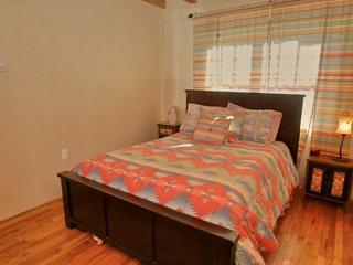 Bedroom 2, queen size bed