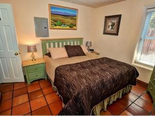 Queen size bedroom, with bathroom