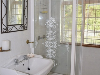 Pearl En Suite bathroom