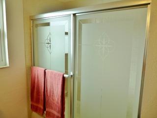 Guest Bathroom with shower/bathtub